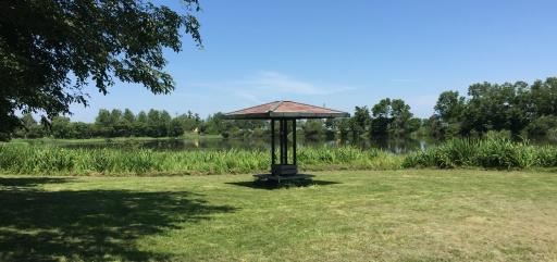 三重湖公園キャンプ場の東屋