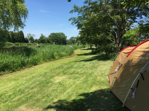 三重湖公園キャンプ場の湖畔エリアのキャンプサイト