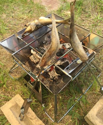 串穴が無い焚き火台向けの工夫