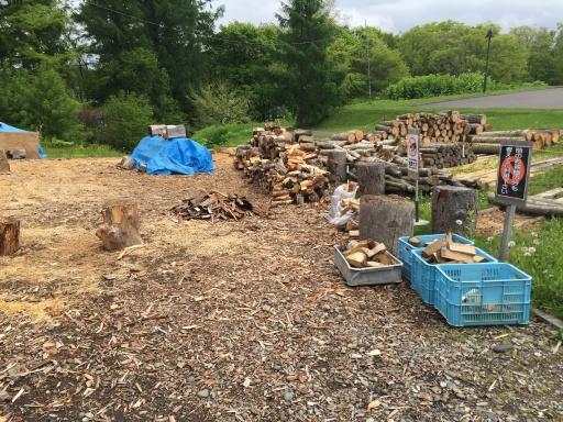 無料の薪置き場