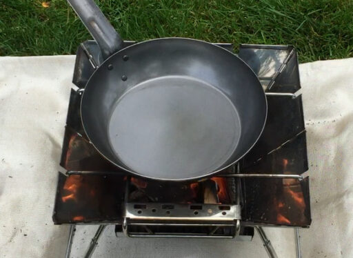 火にかけた直後の新品フライパン