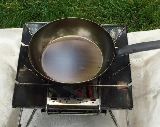 新品のフライパンを良く焼いた状態
